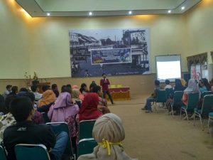 Seminar Public Speaking dan Motivasi pada Mahasiswa Baru Pembangunan Sosial